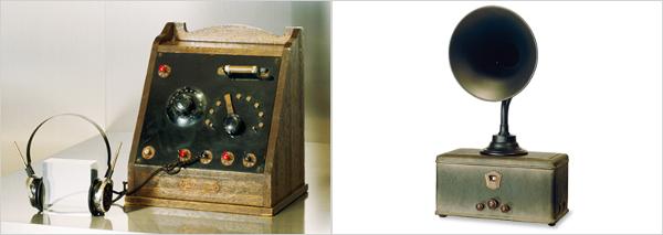 国産第1号の鉱石ラジオ(左)と真空管ラジオ(右)