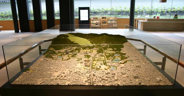 東棟1階の総合案内 奈良公園のジオラマ模型が展示されていました