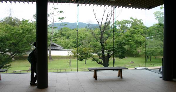 東棟2階 カフェ近くの休憩スペースからの風景