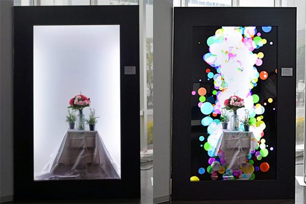 90型「シースルー液晶ディスプレイ」映像重視タイプ (左は映像を表示してない時 右は映像を表示している時)