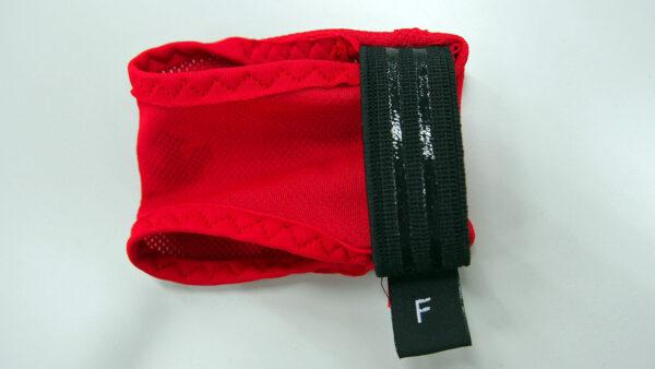 「CORE COOLER」アタッチメントの裏側 (「適温蓄冷材」が滑らないよう、装着する黒い部分にシリコンのゴムを貼り付け)