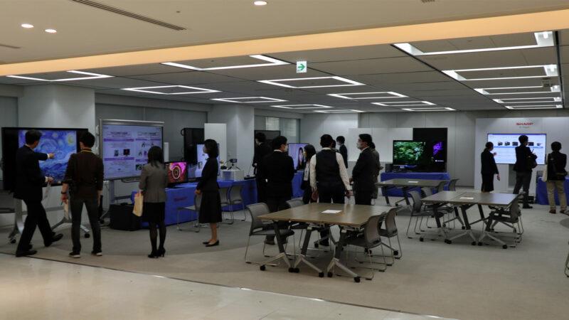 8K関連機器の展示会場(当社 東京ビルBtoBショールーム/多目的ルーム)