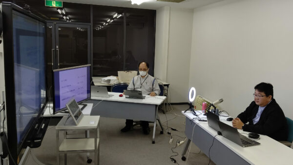 「One Day Bootcamp ~これから始めるモノづくりセミナー~」の様子(右:配信を行う金丸さん)