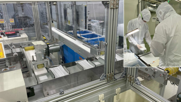 シャープ三重工場のマスク製造ライン(右上:クリーンルーム内で防塵服を着て作業する担当者)