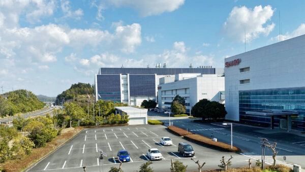 シャープ三重工場(敷地約34万㎡、約1,300人が働いています)