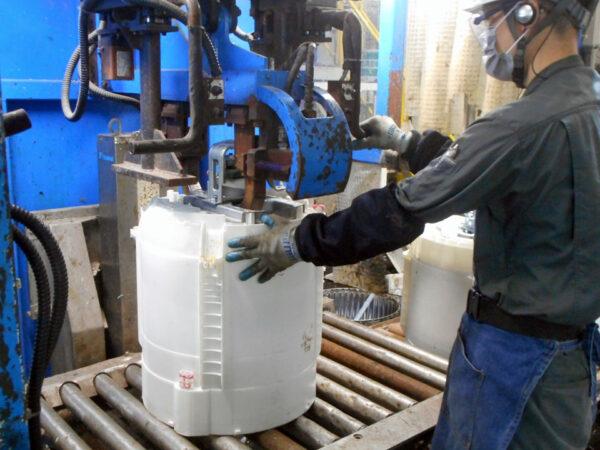 水槽ユニット分解で水槽・脱水槽などに分解。